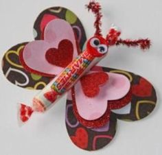 Kids enjoy making valentine crafts and they will have a wonderful time doing this. So enjoy this valentine's day with your beloved by doing these crafts. Valentine's Day Crafts For Kids, Valentine Crafts For Kids, Valentine Treats, My Funny Valentine, Valentines Day Party, Holiday Crafts, Holiday Fun, Printable Valentine, Homemade Valentines