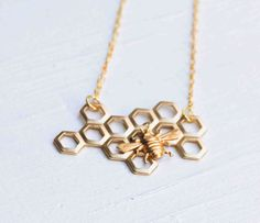 Honey Bee Honeycomb Necklace Beekeeper Golden BEE Beehive Busy Bee from redtruckdesigns on Etsy. Saved to Jewelry. Bee Jewelry, I Love Jewelry, Jewelry Box, Jewelry Accessories, Jewelry Making, Jewlery, Bee Honeycomb, Bee Necklace, Geometric Necklace