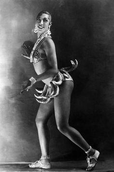 African American Makeup, African American Hairstyles, African American Women, American History, Josephine Baker Banana Skirt, Burlesque Model, Meat Dress, Folies Bergeres, Berlin