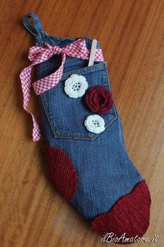 Calza della Befana dal riciclo dei jeans: http://ilbioamatore.it/blog/la-calza-della-nonna-dal-riciclo-dei-jeans/
