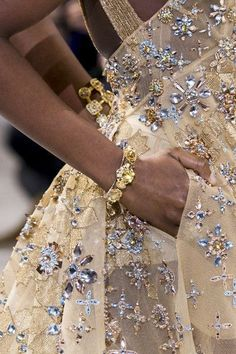 Appreciating hand crafted details and sophisticated embroidery… Photographed: Elie Saab Couture Spring/Summer 2017 embellishments Elie Saab Couture, Fashion Mode, Couture Fashion, Runway Fashion, Spring Fashion, Net Fashion, Classy Fashion, Latest Fashion, Fashion Photo