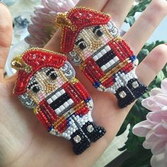 Найди 10 отличий #брошьщелкунчик #авторскаяброшь Beaded Brooch, Beaded Jewelry, Jewelry Rings, Brooches Handmade, Handmade Jewelry, Beaded Embroidery, Hand Embroidery, Nutcracker Ornaments, Beaded Ornaments
