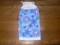 Handstricken : Hanging Snowflake Kitchen Towel With Hand Knit Topper en stropdassen Perfect Gift For Mom, Gifts For Mom, Great Gifts, Towel Display, Towel Dress, Day Countdown, Mother Gifts, Mothers, Handmade Items