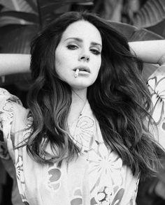 Elizabeth Woolridge Grant, Elizabeth Grant, Queen Elizabeth, Lana Rey, Lana Del Ray, Lana Del Rey Smoking, Real Queens, Women Smoking, Smoking Celebrities