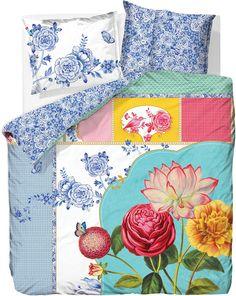 Wunderbare Bettwäsche »Royal Porcelaine« aus dem Hause PiP Studio. Das sehr hübsche Design dieser Bettwäsche begeistert uns mit seinem Patchwork-Muster, den filigranen Details und den zarten Farben. Kuscheln Sie sich in florale Wendebettwäsche aus 100% Baumwolle und Sie werden sich rund um wohl fühlen. Die hochwertige Perkal Qualität fühlt sich schön weich an auf der Haut, ist pflegeleicht und ...