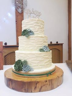 Rosie and Paul's wedding cake fitted beautifully with their woodland theme...