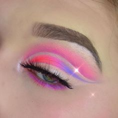 Cotton candy crush 🍭 ________________ jawbreaker palette and liquid frost in ice queen tv paint… Ice Queen, Cut Crease, Eyeshadow Makeup, Cotton Candy, Frost, Beauty Hacks, Palette, Colorful, Paint