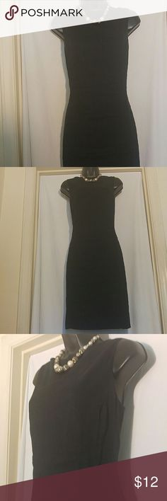 "LIZ CLAIBORNE COLLECTION Black Linen Dress Size 14 This LIZ CLAIBORNE dress is 70% linen, and is black with a center back slit measuring 7"".  This dress is a size 14, and is in very good condition. Liz Claiborne Dresses"