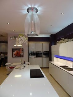 moderne dunstabzugshaube als blickfang in der k che 100 design ideen dunstabzughauben. Black Bedroom Furniture Sets. Home Design Ideas