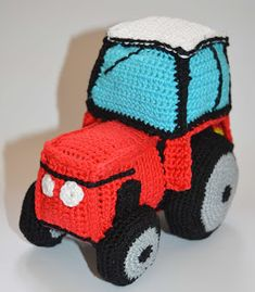 Crochet Toys, Baby Shoes, Zip, Handmade, Cars, Free Pattern, Crocheting, Tractor, Crochet Car