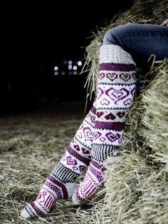 Sinikka's Heart Socks Novita 7 Veljestä Crochet Socks, Knitting Socks, Hand Knitting, Knit Crochet, Lace Patterns, Knitting Patterns, Crochet Patterns, Argyle Socks, Fair Isle Knitting