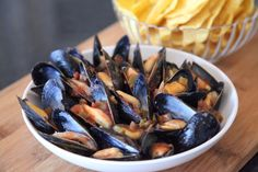 One of our more popular recipes, learn how easy it is to cook PEI Mussels in Salsa with another edition of our Mussel Minute video series. Tapas Bar, Cooking Recipes, Healthy Recipes, Fish Recipes, Mussel Recipes, Salsa Recipe, Mussels, Fish And Seafood, Popular Recipes