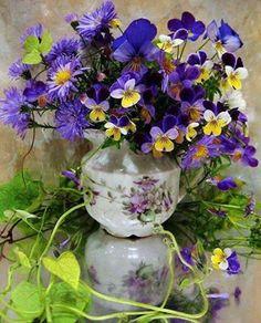 Bouquet including pansies or violas