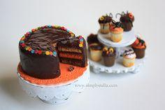 Miniature cake stand