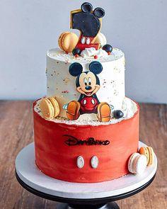 Pastel Mickey, Mickey And Minnie Cake, Bolo Mickey, Fiesta Mickey Mouse, Mickey Cakes, Minnie Mouse Cake, Gateau Theme Mickey, Mickey Mouse 1st Birthday, Baby Birthday Cakes