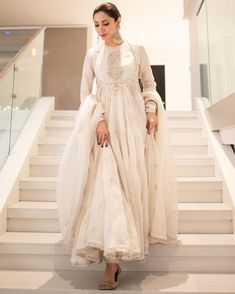 How bewitching does   look in this all ivory outfit ♥️   Trajes Pakistani, Pakistani Formal Dresses, Shadi Dresses, Indian Gowns Dresses, Pakistani Dress Design, Pakistani Outfits, Mahira Khan Dresses, Pakistani White Dress, Indian Party Wear