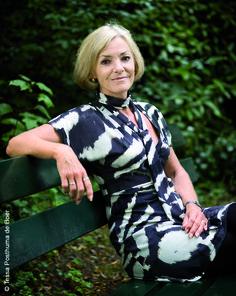 Lieneke Dijkzeul gilt als eine der wichtigsten Kriminalautorinnen der Niederlande. Für ›Vor dem Regen kommt der Tod‹ wurde sie für den »Gouden strop«, die bedeutendste niederländische Krimi-Auszeichnung, nominiert.