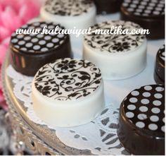 شوكولاتة محشية أوريو تحفة  المقادير والطريقة بالصور في هذا الرابط:  http://www.halawiyat-malika.com/2015/08/blog-post_96.html