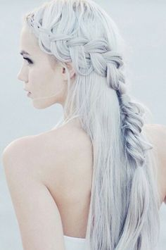 Image about girl in Hair by Yessamine on We Heart It Casual Hairstyles, Pretty Hairstyles, Girl Hairstyles, Braided Hairstyles, Hair Dye Colors, Hair Color, Silver Hair Girl, Hair Shrinkage, Hair Goals