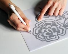 Barbarity: DIY - How about making your own stencil Pintar Formica, Textured Paint Rollers, Diy Paper, Paper Crafts, Make Your Own Stencils, Roller Design, Plastic Bottle Flowers, Honey Bee Hives, Mini Albums Scrap