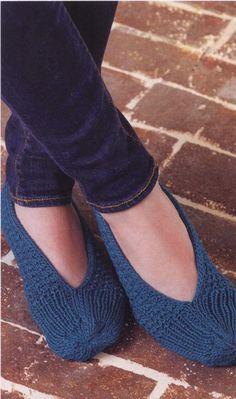 Knitted slippers-knitting pattern Cool Patterns, Stitch Patterns, Knitting Patterns, Crochet Patterns, Knitted Slippers, Knitted Hats, Creative Knitting, Knitting Magazine, Plymouth Yarn