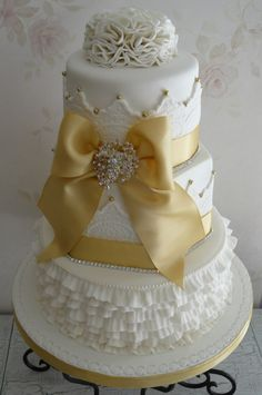 @KatieSheaDesign ❤ #Cakes ❤♥ ❥ Vintage Golden Anniversary Cake. OK changed my mind. This is going to be the cake that hubby and I will have this year for our 30th wedding anniversary <3