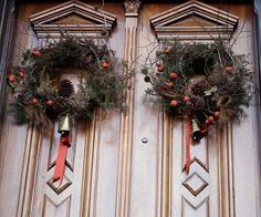great tutorial on making your own big, native, wild wreaths