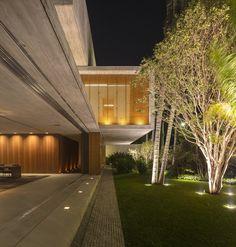 Casa P / Studio MK27 - Marcio Kogan + Lair Reis