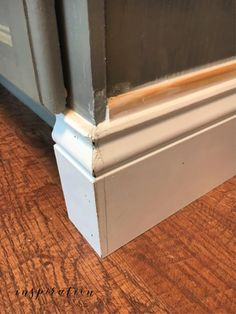 painting kitchen cabinets how to add molding to cabinets -- caulking Bra Si Kitchen Cabinet Molding, Cabinet Trim, Painting Kitchen Cabinets, Bathroom Cabinets, How To Reface Kitchen Cabinets, Kitchen Island Molding, Cabinet Decor, Diy Cabinets, Kitchen Cabinetry