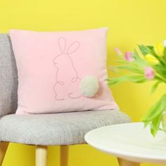 DIY pâques : Coudre un coussin lapin décoratif Business Intelligence Tools, Ski Season, Diy Couture, Bunny, Throw Pillows, Blog, Target, Sewing, Videos