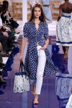Model in Look 03 from Ralph Lauren's Spring 2018 Fashion Show India Fashion, Fashion 2018, Fashion News, Runway Fashion, Girl Fashion, Fashion Dresses, Casual Fall Outfits, Classy Outfits, Spring Outfits
