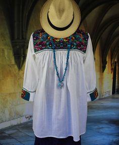 New Style White & Multi-Color Blouse Mayan Chiapas Mexico, Hippie, Boho…