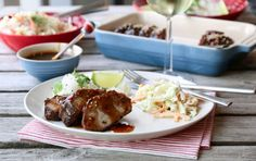 SVINENAKKE MED GLACE, RISSALAT OG COLESLAW Cole Slaw, Mashed Potatoes, Grilling, Recipies, Cooking Recipes, Meat, Chicken, Ethnic Recipes, Food
