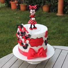 #Duru #5 #yaşında❤️ #5yaş #5yearsold #minniemouse #instacake #cakestagram #cakesinstyle #ideiasdebolosdocesedelicias #cakeoftheday #fondantcake #fondantart #butikpasta #şekerhamurlupasta #şekerhamuru #fondant #edibleart  #birthdaycake #baloons #caketopper #customcake #decoratedcake #girlcake #red #kırmızı #cakedesign #cumartesi #saturday #nofilter