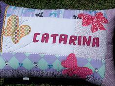 Almofada personalizada de patchwork, feita em tecidos 100% algodão. Você pode encomendar como nome e o tema que você quiser. O valor inclui  o recheio da almofada. R$ 60,00
