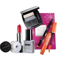 Get party ready with Lauren's Holiday Makeup Set! I don't know about you, but I love when the professionals make it easy for me by creating a set.  Lauren Anderson is Avon's celebrity makeup artist.  I also look for her tips and advice.