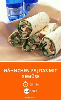 Hähnchen-Fajitas mit Gemüse - smarter - Zeit: 25 Min. | eatsmarter.de Guacamole, Avocado, Eat Smarter, Fresh Rolls, Ethnic Recipes, Food, Fruits And Veggies, Food Dinners, Meat