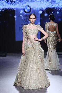 Ideas Sabyasachi Bridal Couture Tarun Tahiliani For 2019 Indian Bridal Couture, Indian Bridal Fashion, Bridal Fashion Week, Anarkali Bridal, Indian Bridal Lehenga, Tarun Tahiliani, Indian Dresses, Indian Outfits, Indian Clothes