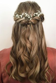 Baby breath tucked in bridal hair - half up half down hair style idea #weddinghair #hairideas #halfup #halfdown #halfuphalfdown