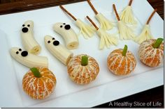 healthy kid friendly Halloween goodies party plate 2 thumb Healthy Halloween Goodies for Kids halloween snacks Healthy Halloween Goodies for Kids Hallowen Food, Halloween Treats For Kids, Halloween Goodies, Holiday Treats, Halloween Fruit, Halloween Saludable, Deco Fruit, Kids Cooking Party, Cooking Ideas