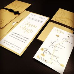Joana and Tiago's wallet shape wedding invitation in real gold, golden white and black shades, with matching maps.  #beapaper #convitecasamento #weddinginvitation