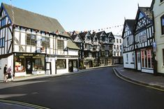 The town square and market and Ye Old Bullring hotel & clock & streets. Tudor House, Snowdonia, England Uk, Old Houses, Beautiful Places, Places To Visit, Plantagenet, Street View, Clock