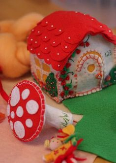 Happier Still: January 2009 - Gnome cottage. Melanie Adams this would be cute in your mushroom room! Felt Diy, Felt Crafts, Crafts To Make, Crafts For Kids, Arts And Crafts, Diy Crafts, Fuzzy Felt, Wool Felt, Sewing Crafts