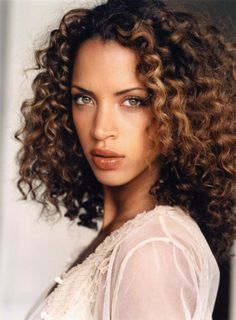 http://swaymag.ca/beauty/profiles-of-gorgeous-black-models-from-around-the-world/models-corner-noemie-lenoir/