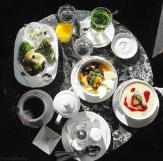 cafe drechsler review erfahrung // nurmalkosten.com Punch Bowls, Table Settings, Restaurant, Kitchen, Coffeehouse, Cuisine, Table Top Decorations, Kitchens, Restaurants