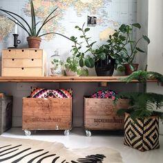 Oryginalne dekoracje z mapą świata E Design, Interior Design, Sweet Home, Room With Plants, Grey Room, Display Homes, Dream Decor, Home Accents, Floor Pillows