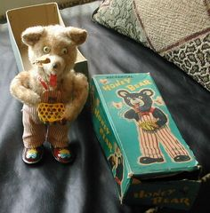 VINTAGE ALPS BRAND MECHANICAL HONEY BEAR WIND UP TOY WIND-UP MADE IN JAPAN + Box