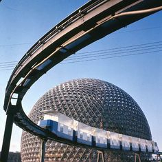 pavilion & Monorail at Expo 67 in Montreal, photo National Archives of Canada Expo 67 Montreal, Quebec Montreal, Montreal Ville, Quebec City, Geodesic Dome, Lounge, World's Fair, Dieselpunk, Futuristic