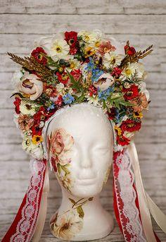 Svadobná folk parta / Sohemi_art - SAShE.sk Heart Of Europe, Costumes, Weeding, Beautiful, Country, Party, Recipes, Ethnic Dress, Suits