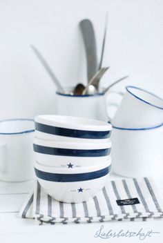 navy and white dishes Coastal Style, Coastal Living, Lexington Company, Estilo Navy, Nautical Home, Nautical Dishes, Nautical Interior, Cottages By The Sea, House By The Sea